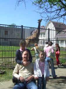 я с дочами в зоопарке